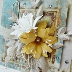 beżowe scrapbooking kartki gratulacje z kwiatami - kartka w pudełku