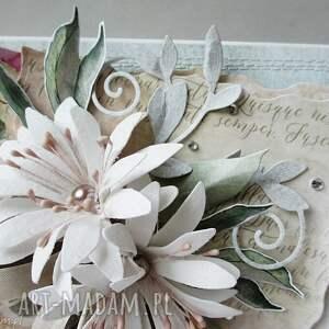 scrapbooking kartki gratulacje z kwiatami - w pudełku
