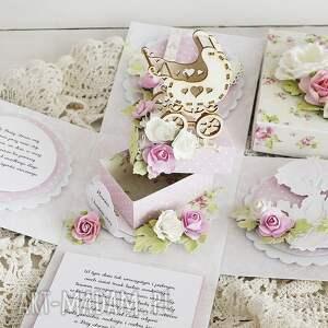 różowe scrapbooking kartki exploding-box z wózeczkiem na chrzest - exploding