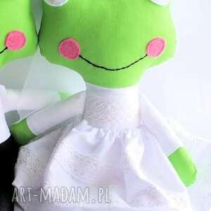 ślub zielone para ślubna - żabka mniejsza
