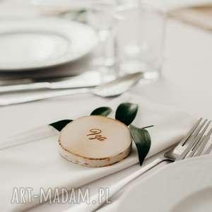 goście ślub winietka z drewna / plaster