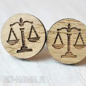 brązowe spinki do mankietów prawnik dębowe waga dla