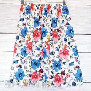 efektowne kwiaty delikatna spódnica