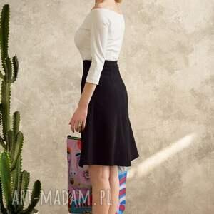 spódnice midi trapezowa spódnica uszyta z jakościowej, lekko