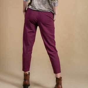 fioletowe spodnie dresowe damskie bordo