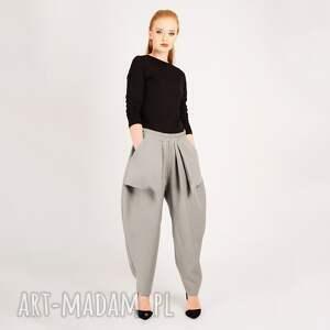 ręcznie wykonane spodnie jasnoszare z kieszonkami