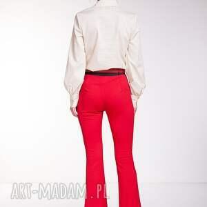 czerwone spodnie moda mercedes