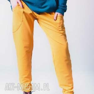 intrygujące spodnie dress w kolorze najmodniejszym