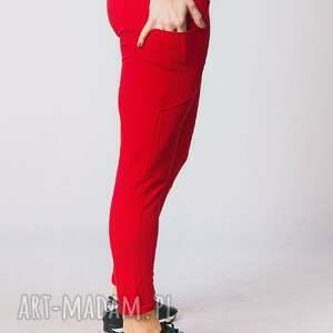 spodnie fitness w kolorze czerwonym biegniesz przed