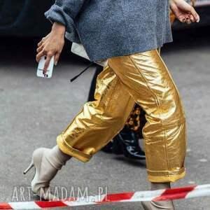 ręcznie zrobione spodnie w rytmie disco