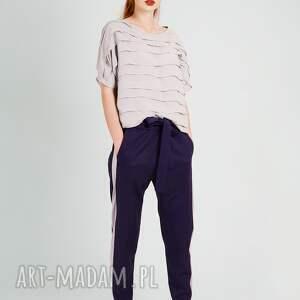 spodnie wełniane wykonane z najlepszej jakości wełny