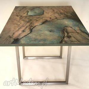 brązowe stoły żywa rzeźba