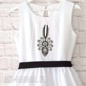 czarne sukienki sukienka biała folkowa z parzenicą