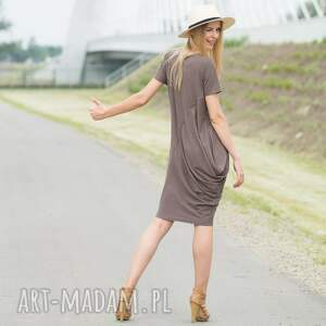 nietuzinkowe sukienki creases