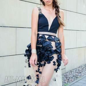 czarne sukienki zdobiona czarna długa sukienka z kwiatowym