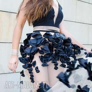 ciekawe sukienki zdobiona czarna długa sukienka z kwiatowym