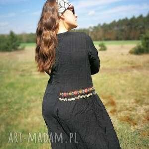awangardowe sukienki etno czarna etniczna sukienka
