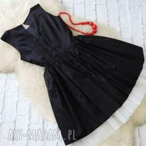 ludowa sukienki czarna rozkloszowana sukienka