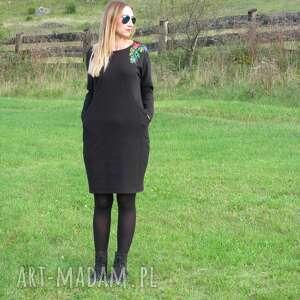 sukienki czarna sukienka z haftem