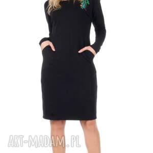 dzianina sukienki czarna sukienka z haftem