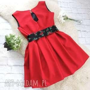 kolorowe sukienki czerwona sukienka z szarfą folk