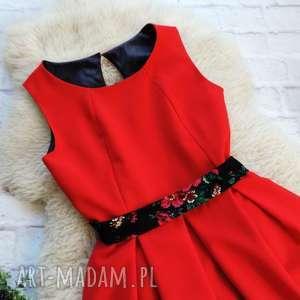 kolorowe sukienki góralska czerwona sukienka z szarfą folk