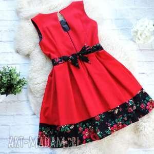 nietypowe sukienki sukienka czerwona z szarfą folk