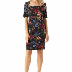 koktajlowa sukienka sukienki dopasowana z kwadratowym