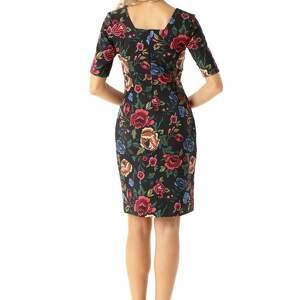 sukienki koktajlowa sukienka dopasowana z kwadratowym