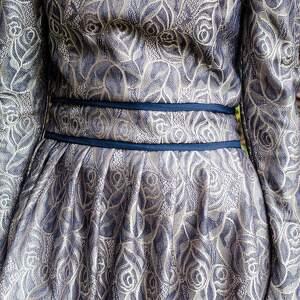 święta upominki błyszcząca elegancka żakardowa sukienka