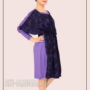 intrygujące sukienki szeroka fioletowo granatowa sukienka kimono