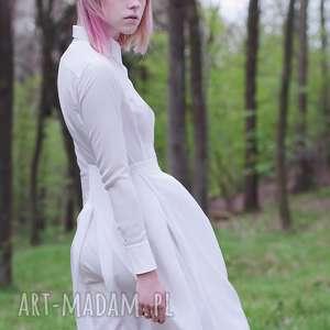trendy sukienki koszulowa jedwabna biała