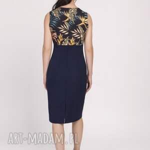 sukienki sukienka na awesele kobieca o klasycznym kroju