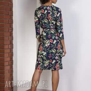 wyraziste sukienki sukienka kopertowa w kwiatki