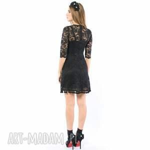 koktajlowa kot w butach - koronkowa sukienka