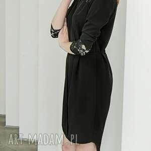 ręczne wykonanie sukienki mała czarna z koronk&#261