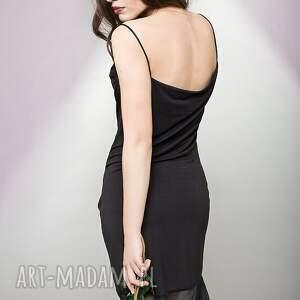 wyjątkowe sukienki mała czarna