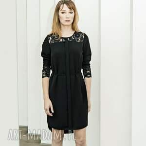 sukienki mała czarna z koronk&#261