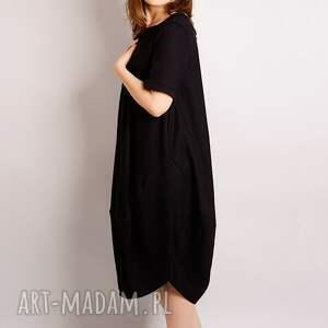 intrygujące sukienki mała czarna z wełny
