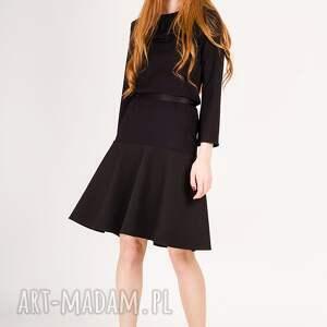 rozkloszowany sukienki mała czarna sukienka z rękawem