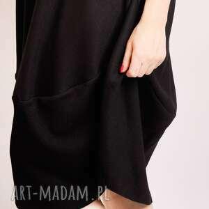intrygujące sukienki elegancka sukienka uszyta z grubszej tkaniny wełnianej