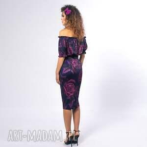 efektowne sukienki ołówkowa maya - sukienka w róże