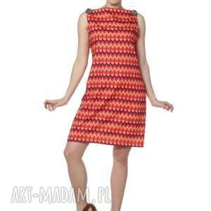 elegancka sukienki niezwykle kobieca, minimalistyczna