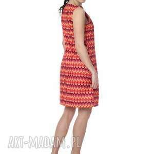 sukienki niezwykle kobieca, minimalistyczna