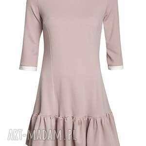pudrowa sukienki sukienka z falbaną