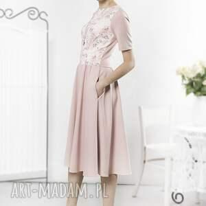 niesztampowe sukienki sukienka pudrowa retro z kwiatowym
