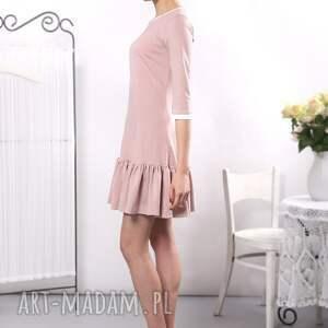niepowtarzalne sukienki sukienka pudrowa z falbaną