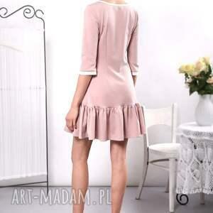 sukienki pudrowa sukienka z falbaną