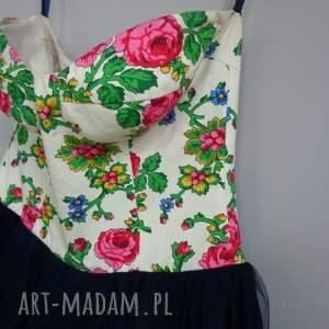 różowe sukienki góralskie folk design - marka łącząca tradycję