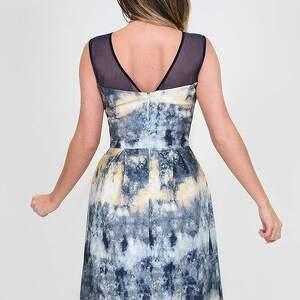 nietuzinkowe sukienka koktajlowa - hiszpańska